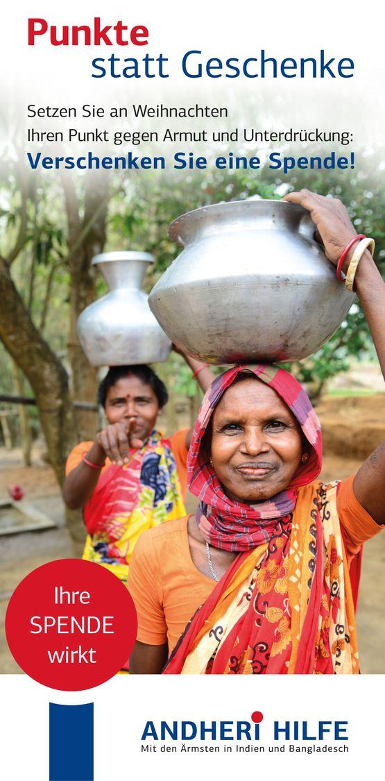 Unternehmen spenden. Frauen tragen Wassereimer auf dem Kopf