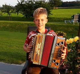 Paul spielt Akkordeon