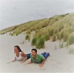Anna und Eike mit dem Charity Yoga Adventskalender