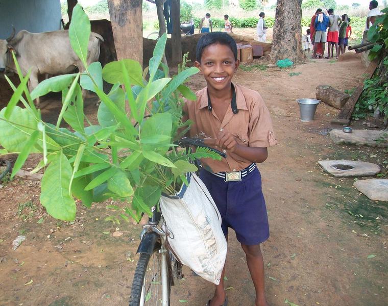 Kinderrechte in Indien - Junge mit dem Fahrrad