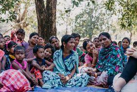 Indien Frauen auf dem Dorfplatz